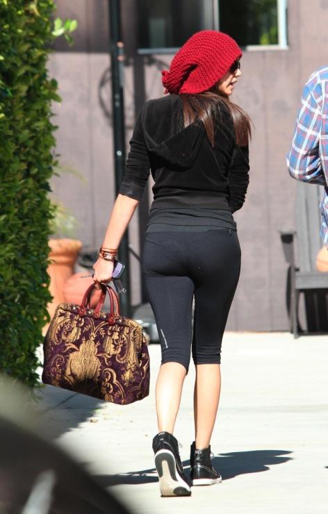 фото девчонок в обладающих штанах на улице