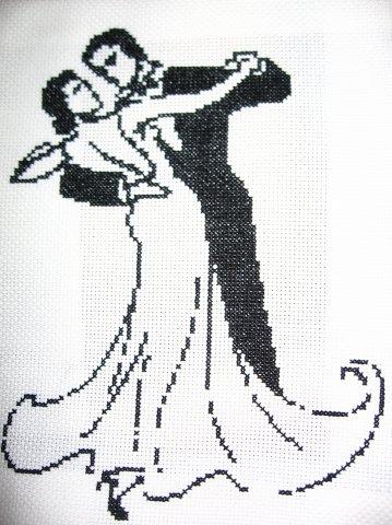 Черно белая вышивка крестом людей
