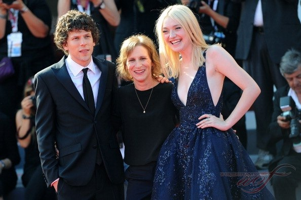 Jesse eisenberg and dakota fanning movie