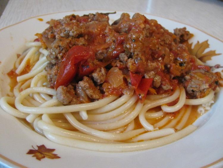 Спагетти с мясом в томатном соусе рецепт