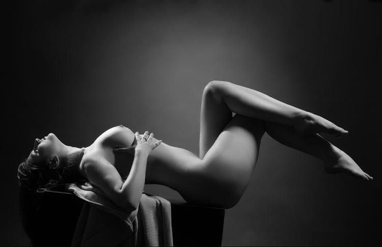 zakazat-eroticheskiy-massazh-na-dom