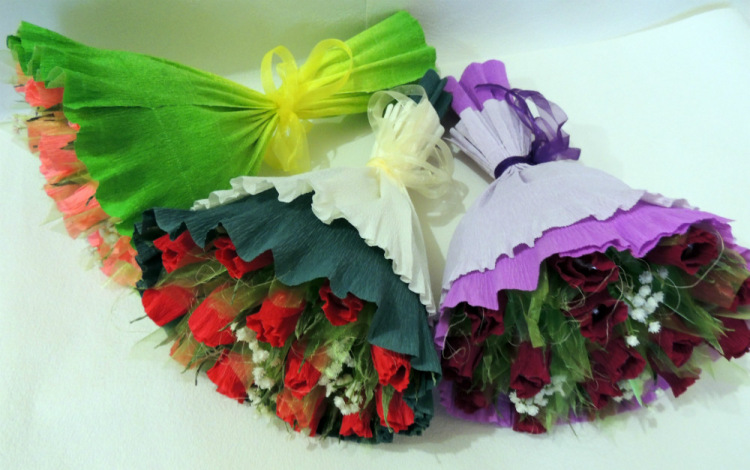 Букет цветов из гофробумаги своими руками 16
