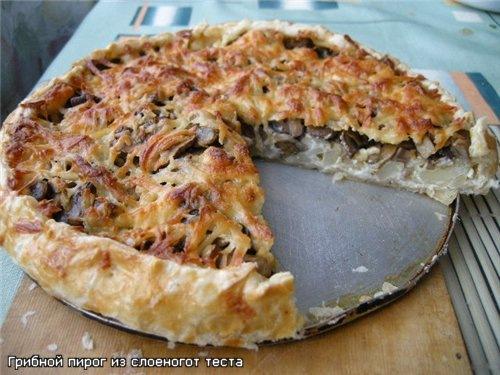 пирог из слоеного теста с грибами и картошкой рецепт с фото